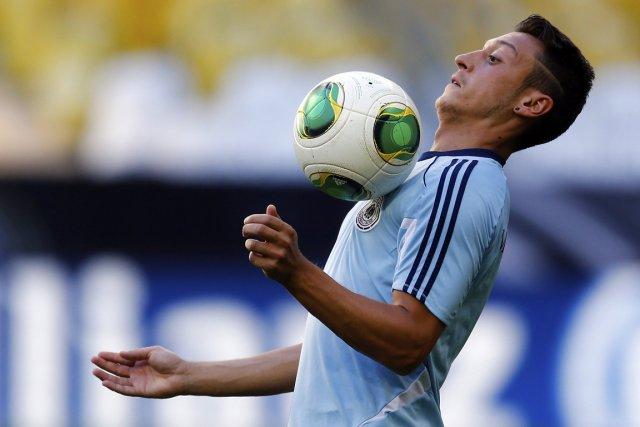 Mesut Özil... (Photo Michael Dalder, Reuters)