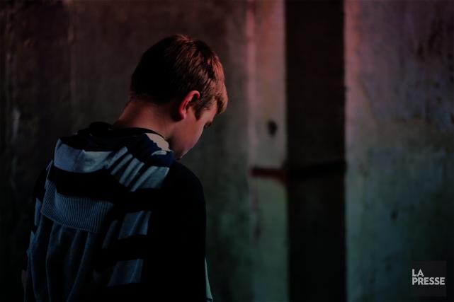 À son arrivée à Cité des Prairies, Jason* se cogne la tête sur les murs. Il... (Photomontage La Presse)