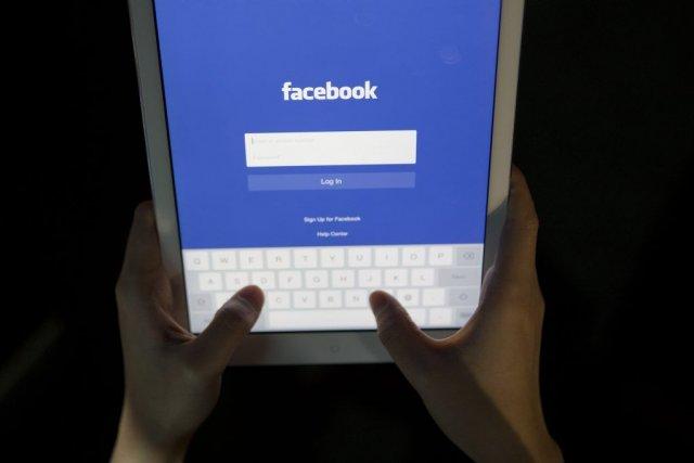 Le premier réseau social en ligne mondial offrirait... (Photo Andrew Harrer, Bloomberg)