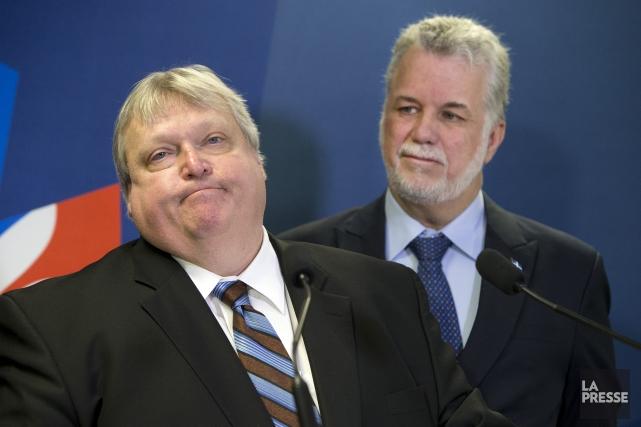 Gaétan Barrette et Philippe Couillard.... (Photo Robert Skinner, La Presse)