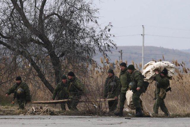 Tout en niant avoir envoyé ses troupes en... (Photo: Reuters)