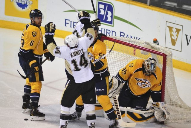 Matt Niskanen a marqué deux fois alors que les Penguins de Pittsburgh ont battu... (Photo: Reuters)