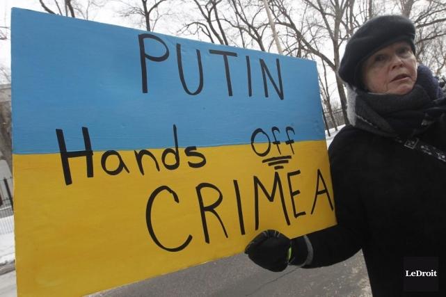 Manifestation devant l'ambassade de Russie au Canada.... (Photo Simon Séguin-Bertrand, Le Droit)