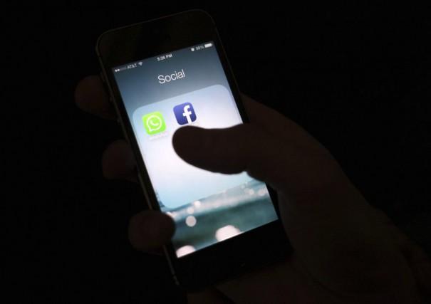 L'Iran bloque aussi l'accès à Twitter, Facebook, YouTube... (Photo archives AP)
