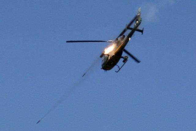 Sur le photo, un hélicoptère de l'armée libanaise... (PHOTO ALI HASHISHO, REUTERS)
