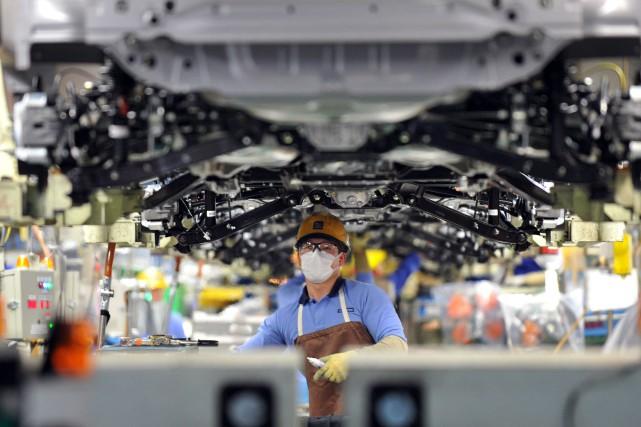 En février, la production industrielle au Japon a... (Photo KAZUHIRO NOGI, AFP)