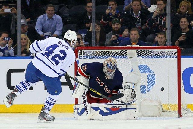 Tyler Bozak a marqué sur un tir de... (Photo Adam Hunger, USA Today Sports)