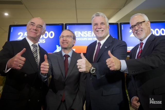 Jacques Daoust, Martin Coiteux, Philippe Couillard et Carlos... (Photo Ivanoh Demers, La Presse)