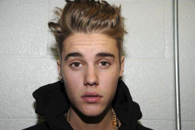 Justin Bieber au poste de police de Miami.... (Photo: AP)