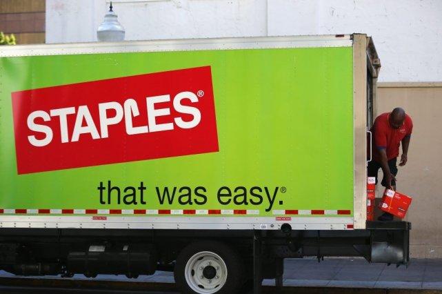 Le détaillant américain Staples(SPLS), dont les magasins... (PHOTO MIKE BLAKE, REUTERS)