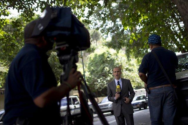 Un journaliste vénézuélien... (Photo Carlos Garcia Rawlins, Reuters)