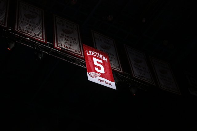 Une bannière rouge sur laquelle sont inscrits le... (Photo Duane Burleson, AP)