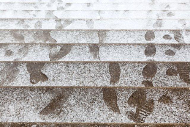 Qui doit d glacer les marches charles douard carrier for Entretien jardin obligation