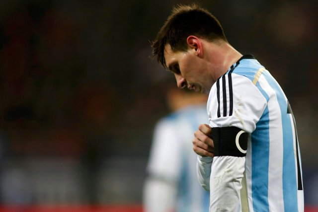 Lionel Messi a vomi sur le terrain, mercredi,... (Photo Bogdan Cristel, Reuters)