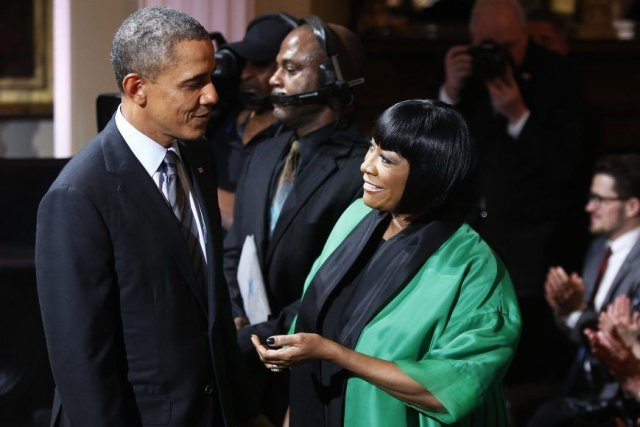 Barack Obama en compagnie de Patti LaBelle.... (Photo: Reuters)