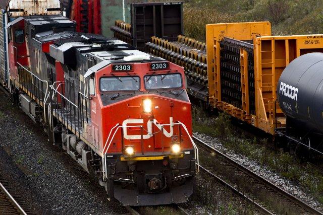 Trois membres de la communauté mohawk ayant occupé une voie ferrée du Canadien... (Photo archives Bloomberg)