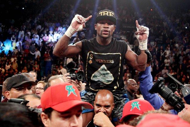 Floyd Mayweather a battuCanelo Alvarez, le 14 septembre... (PHOTO JOHN GURZINSKI, AFP)