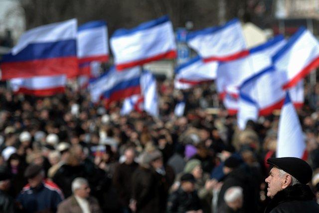 Des heurts ont éclaté dimanche à Sébastopol entre les partisans de Moscou et... (Photo FILIPPO MONTEFORTE, AFP)
