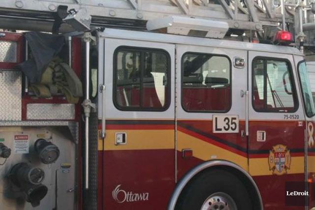 Le Service des incendies d'Ottawa a été dépêché, en compagnie des paramédics,... (ARCHIVES, LeDroit)