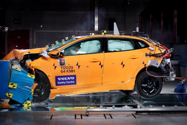 Test de collision à 64 km/h... (Photo fournie par Volvo)