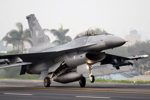 Les États-Unis envoieront en Pologne douze avions de chasse F-16 d'ici jeudi, a... (Photo: AFP)
