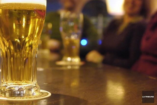 Un bar de Montréal a été condamné à verser 5000$ à un client qui n'a pu entrer... (PHOTO ARCHIVES LA TRIBUNE)