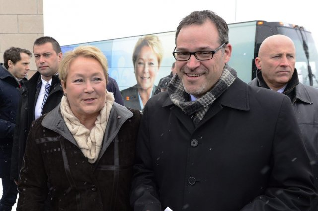 Pauline Marois et Simon Prévost.... (Photo Paul Chiasson, La Presse Canadienne)