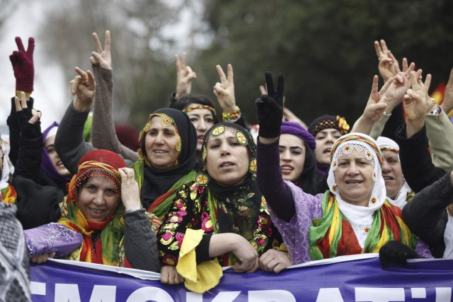 Manifestation de femmes turques contre la violence faites... (Photo Osman Orsal, Reuters)