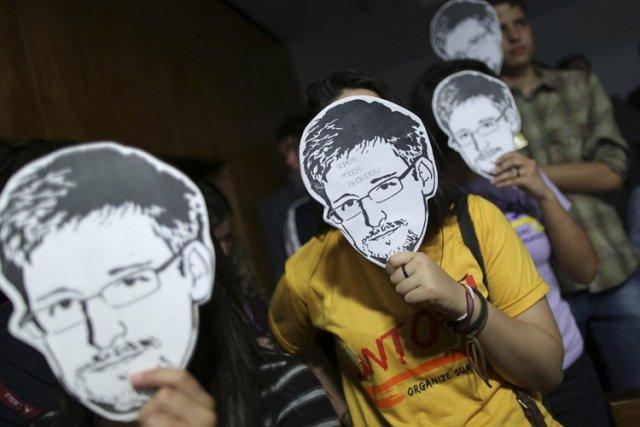 L'ex-analyste de la NSA Edward Snowden s'est adressé à une salle comble lundi... (Photo: Reuters)