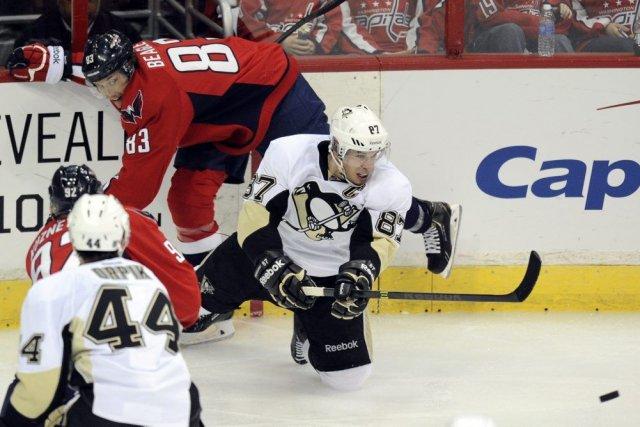 Sidney Crosby a récolté un but et deux passes alors que les Penguins de... (Photo: AP)