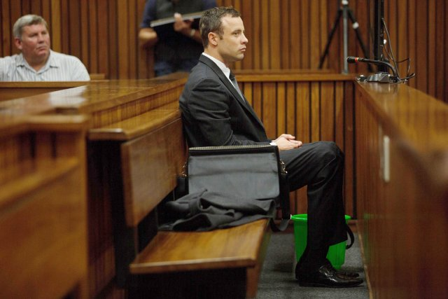 Oscar Pistorius lors de son procès pour meurtre,... (Agence France-Presse)