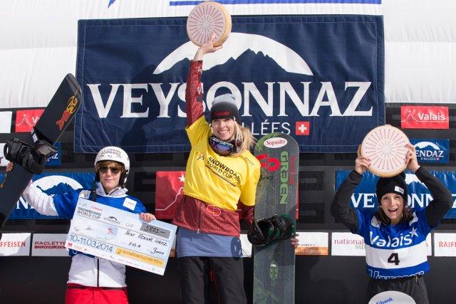Dominique Maltais (au centre) a remporté l'épreuve de... (Photo Anthony Anex, AP)