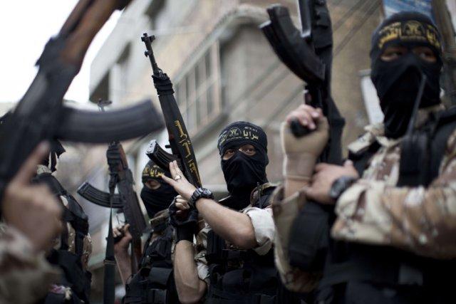 Des militants des Brigades Al-Qods ont manifesté mardi... (Photo: AFP)