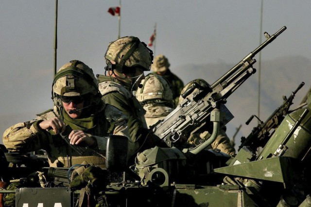 L'auteur déplore la façon outrancière dont les militaires... (Archives PC)