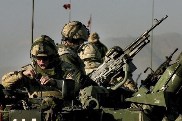 Des soldats canadiens au camp Julien, à Kaboul,... (Archives PC)