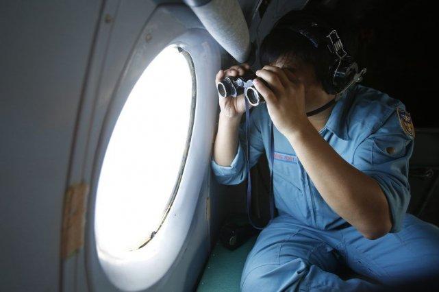 La Malaisie a envoyé un avion au-dessus de la zone maritime où trois larges... (Photo Reuters)