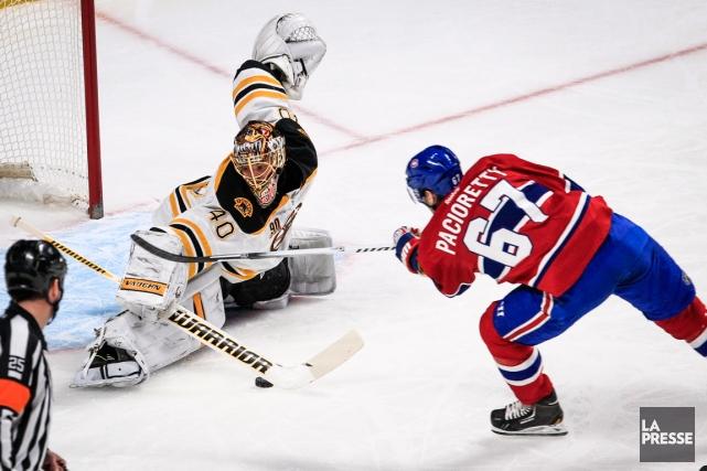 Le gardien Tuuka Rask, des Bruins, a repoussé... (Photo Olivier PontBriand, La Presse)
