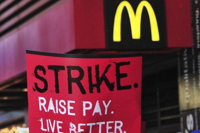Déjà ciblé aux États-Unis lors des grèves pour... (PHOTO STAN HONDA, AFP)
