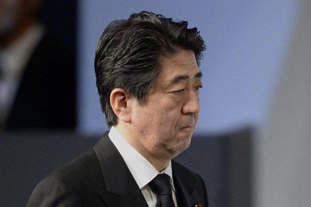Le Premier ministre de droite Shinzo Abe est... (Photo Franck Robichon, Reuters)