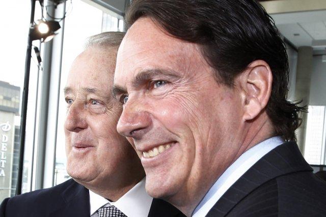 Pierre Karl Péladeau avec l'ancien premier ministre conservateur... (Photo Shaun Best, Reuters)