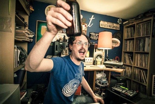 Socalled fait du hip-hop klezmer, joue du piano et de l'accordéon et a lancé en... (Photo Jean-Francois Brière/URBANIA)