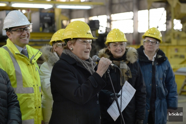 Pauline Marois a visité le chantier de la... (Photo Pascal Ratthé, Le Soleil)