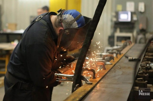 L'entreprise Métal Bernard fabrique des feuilles de métal.... (PHOTO MARTIN CHAMBERLAND, LA PRESSE)