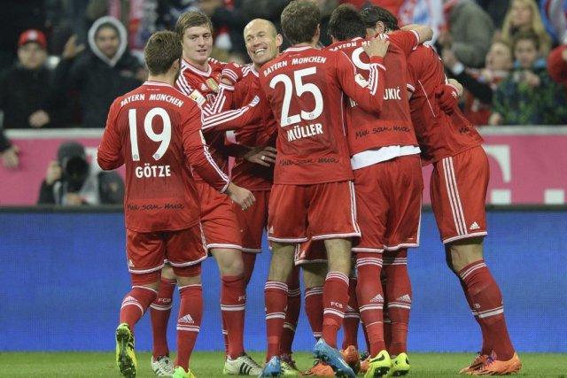 Les joueurs du Bayern célèbrent le but de... (PHOTO CHRISTOF STACHE, AFP)