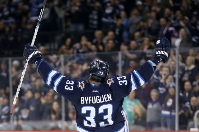 Dustin Byfuglien des Jets de Winnipeg... (Photo Trevor Hagan, PC)
