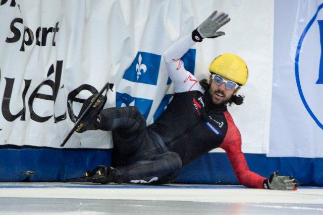 Charles Hamelin a chuté en tentant un ultime... (Photo Paul Chiasson, PC)