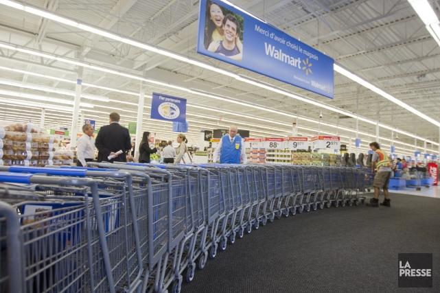 Des centaines d'employés de magasin de Walmart ont été congédiés hier, a appris... (PHOTO IVANOH DEMERS, ARCHIVES LA PRESSE)