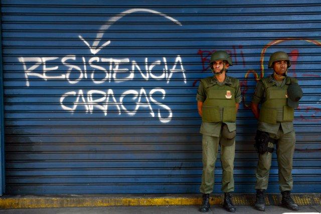 Après plusieurs semaines de barricades et d'affrontements, la... (PHOTO LEO RAMIREZ, AFP)