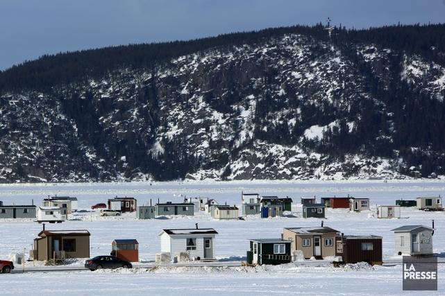 Il faut rouler quelques minutes sur le fjord gelé pour se rendre jusqu'à la... (Photo Martin Chamberland, La Presse)