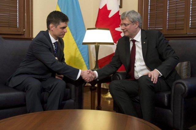 Stephen Harper a rencontrél'ambassadeur d'Ukraine au Canada Vadym... (PHOTO ADRIAN WYLD, PC)